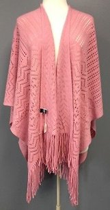 2 Chic Chic Pink Acrylic Open Knit Lightweight Fringed Edge Cape Os Sma 2154