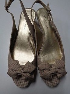 AK Anne Klein Open Toe Low Wedge Bow Heels B3313 Gold And Tan Platforms