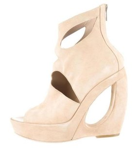 Ann Demeulemeester Womens Suede Cutout Wedge Ankle Nude Boots