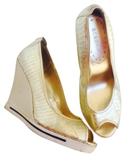 BCBG Gold Wedges