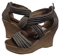 Bearpaw Wedges