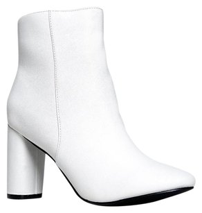 Breckelle's White Boots