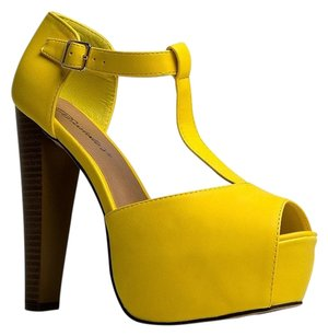 Breckelle's Yellow Sandals