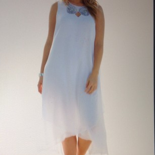 Perfect For Beach Side Wedding. Never Been Worn Still With Tags. Wedding Dress