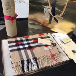 Burberry Cashmere Scarf Heart Classic Check