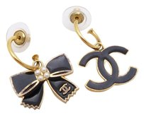 Chanel CHANEL 02A CC Logo Ribbon Drop Pierce Earrings Gold/Enamel *Worn-out