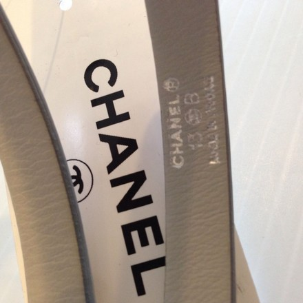 Chanel CHANEL AUTHENTIC NWT LADIES' GRAY LEATHER 'CC' LOGO BELT