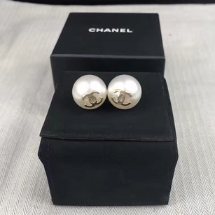Chanel Chanel Runway Large XL Pearl Earrings Limited Edition