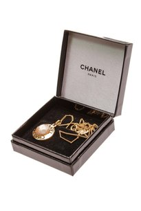 Chanel Chanel Vintage Gold-Tone & Faux Pearl Pendant Necklace