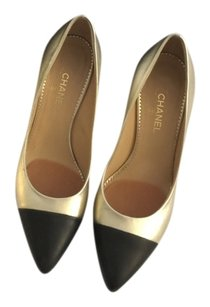 Chanel Gold and black Pumps