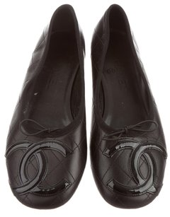Chanel Interlocking Cc Embellished Round Toe Quilted Patent Leather Black Flats