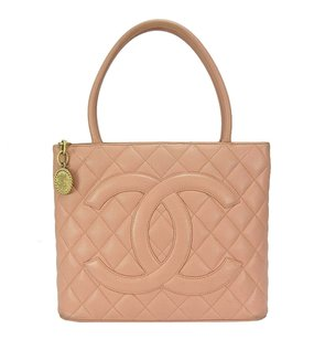 Chanel Leather 6430236 Tote in Pink