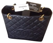 Chanel Tote in Black/Gold