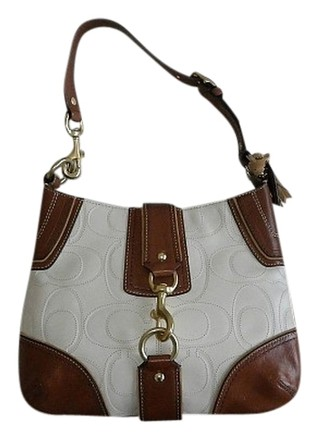 Preload https://item4.tradesy.com/images/coach-hamptons-embossed-stitched-sig-purse-white-cognac-brown-leather-hobo-bag-516913-0-0.jpg?width=440&height=440
