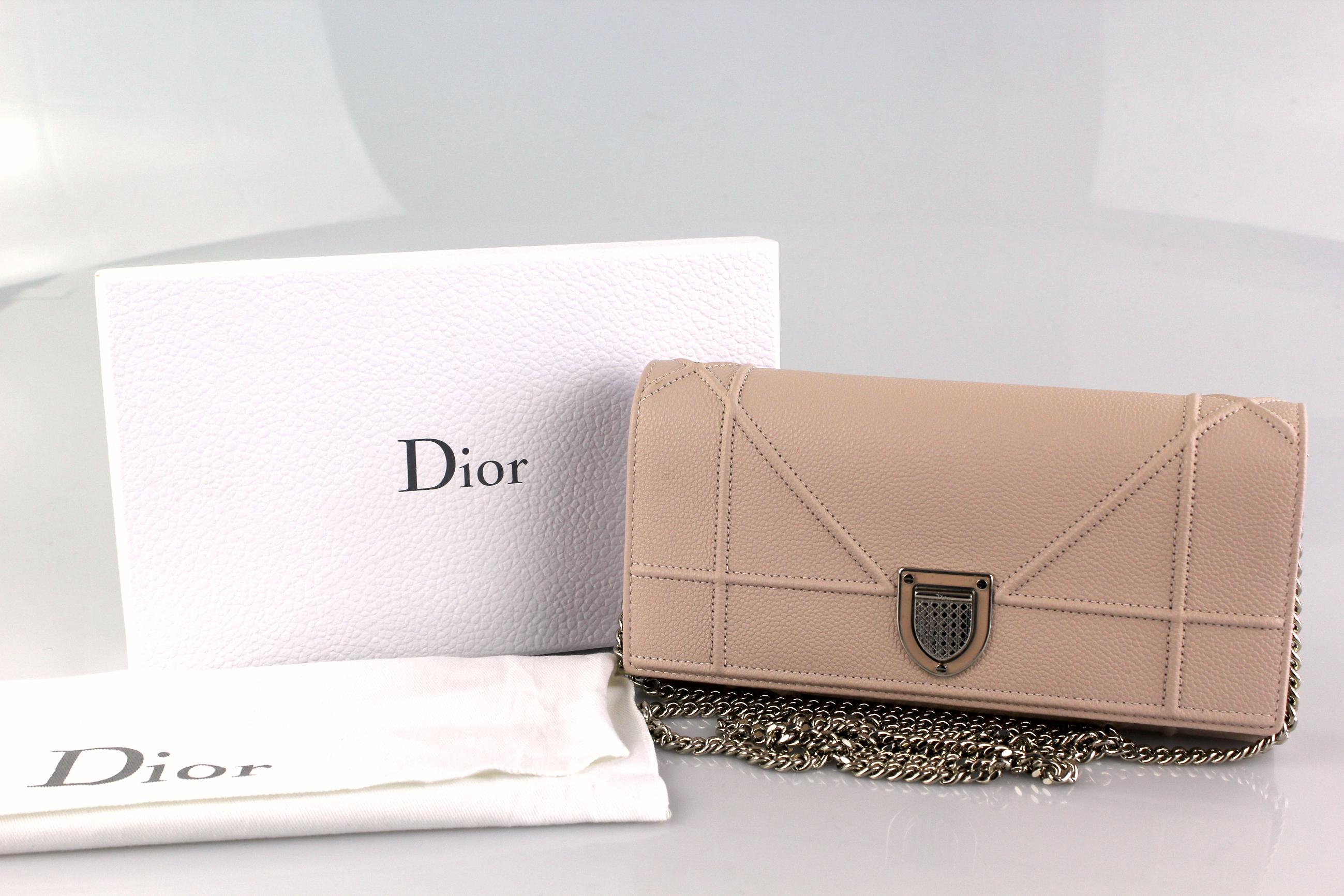 dior diorama wallet on chain price