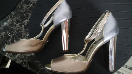 Dolce&Gabbana Louis Vuitton Alexander Mcqueen Ysl Celine Christian Louboutin Stiletto Chanel Rose Gold And Silver Pumps