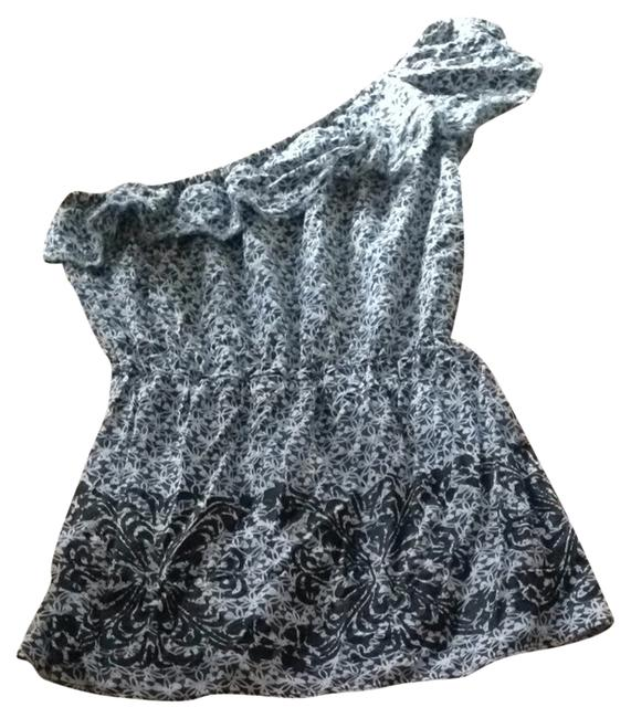 Preload https://item4.tradesy.com/images/free-people-night-out-top-size-4-s-1345288-0-0.jpg?width=400&height=650