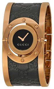 Gucci GUCCI Twirl Black Dial Pink Gold PVD and Black Leather Ladies Watch