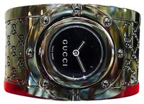 Gucci Gucci Twirl Ladies Gg Black Monogram Wide Bangle Bracelet Watch