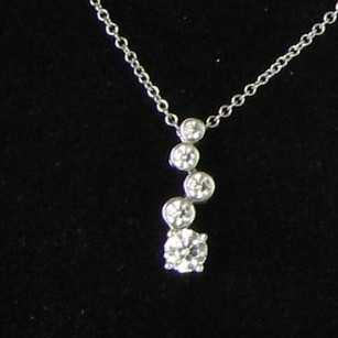 Hearts on Fire Hearts On Fire Fluid 2 Necklace 0.60cts Diamonds 18k White Gold