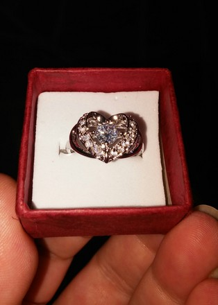 Jared Stamped Raised Twisted Heart Gem Ring