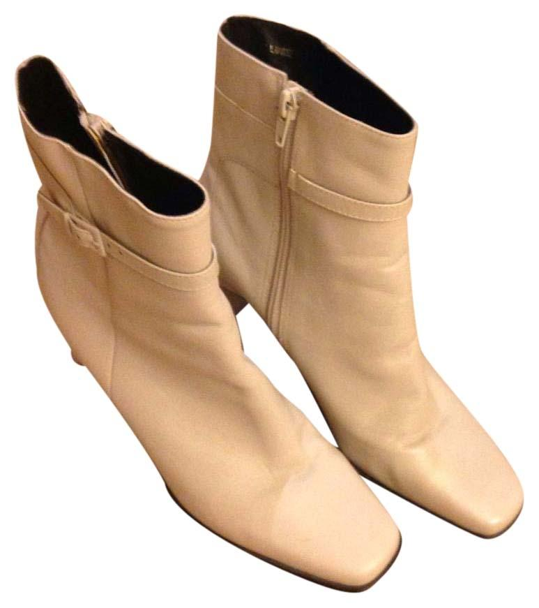 Shop women's boots and booties at josefinalauterbachyuw02b.ga and see our entire collection of tall boots, ankle boots, hiking and waterproof boots for women. Cole Haan.