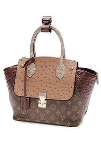 Louis Vuitton Tote in Brown, bordeaux