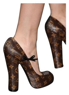 Louis Vuitton Lv Brown Monogram Pumps