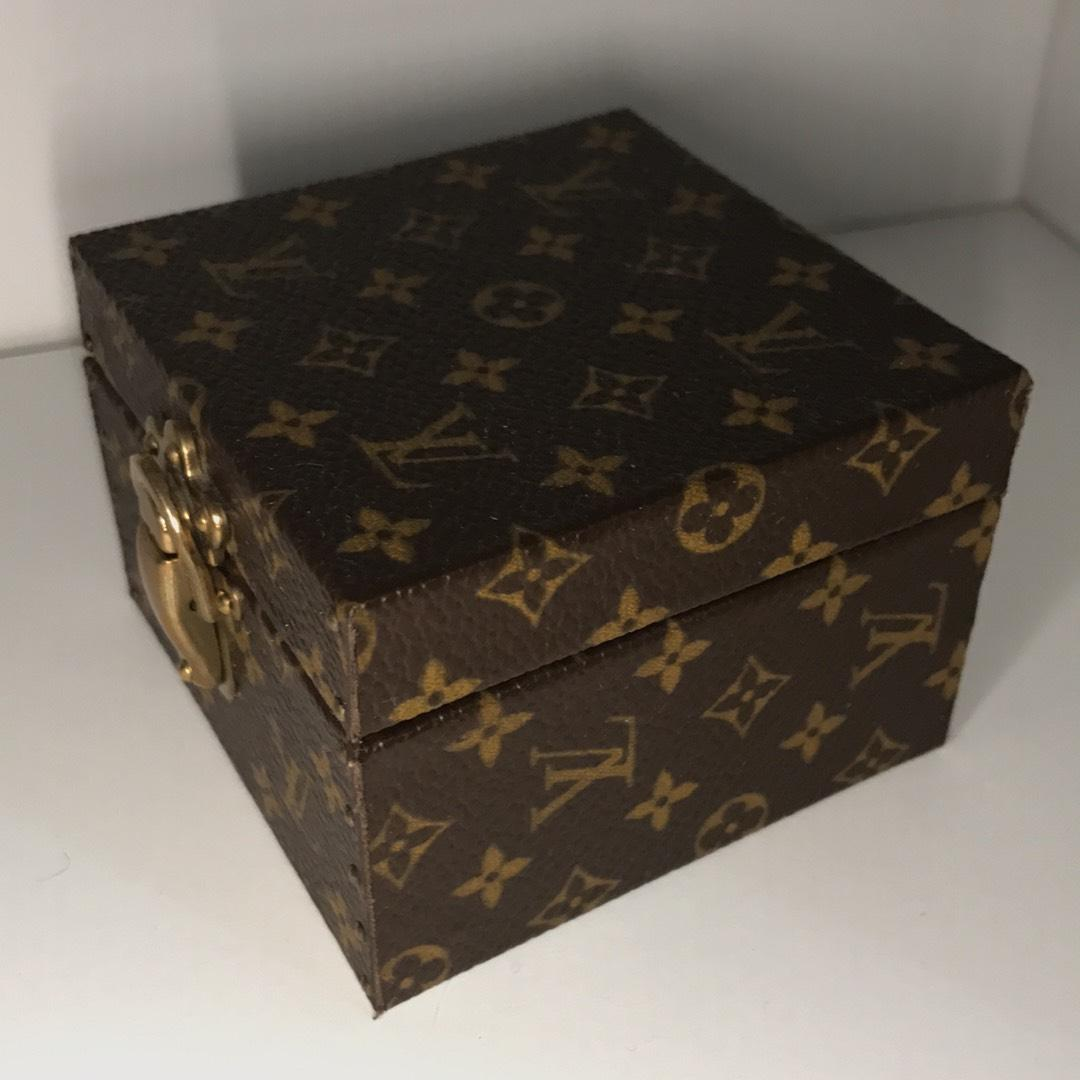 Louis Vuitton Lv Classic Brown Rare Trunk Case Ring Travel Vanity