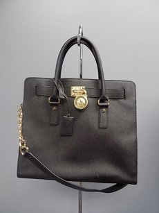 Michael Kors With Gold Hardware Textured Solid B3383 Tote in Black