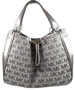 Michael Kors Ludlow Ice Signature Tote in Gray