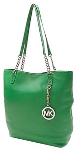Michael Kors Tote in Kelly green