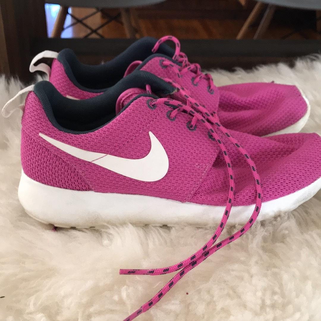 aae7288d5065 ... norway nike pink roshe run club sneakers size us 6.5 regular m b  tradesy 69a47 824a5