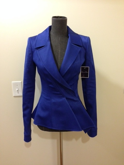 I received part of my LOFT order from the Friends & Family sale and this cobalt blazer is a new favorite! I love the shrunken fit as it doesn't overwhelm a petite frame and the collarless lapel gives it a nice casual look. This blazer will definitely be going into heavy rotation now that the .