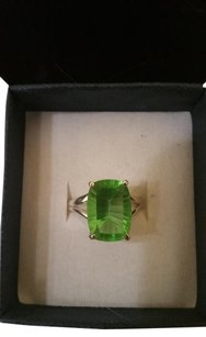 6.33 carat Parrot Green Quartz and Sterling Silver Ring