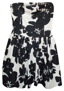 Other short dress Black/White flower print on Tradesy