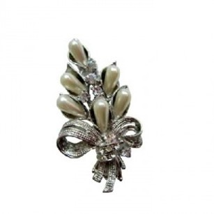 Pearls Cubic Zircon Bouquet Brooch New & Sleek Bouquet Brooch