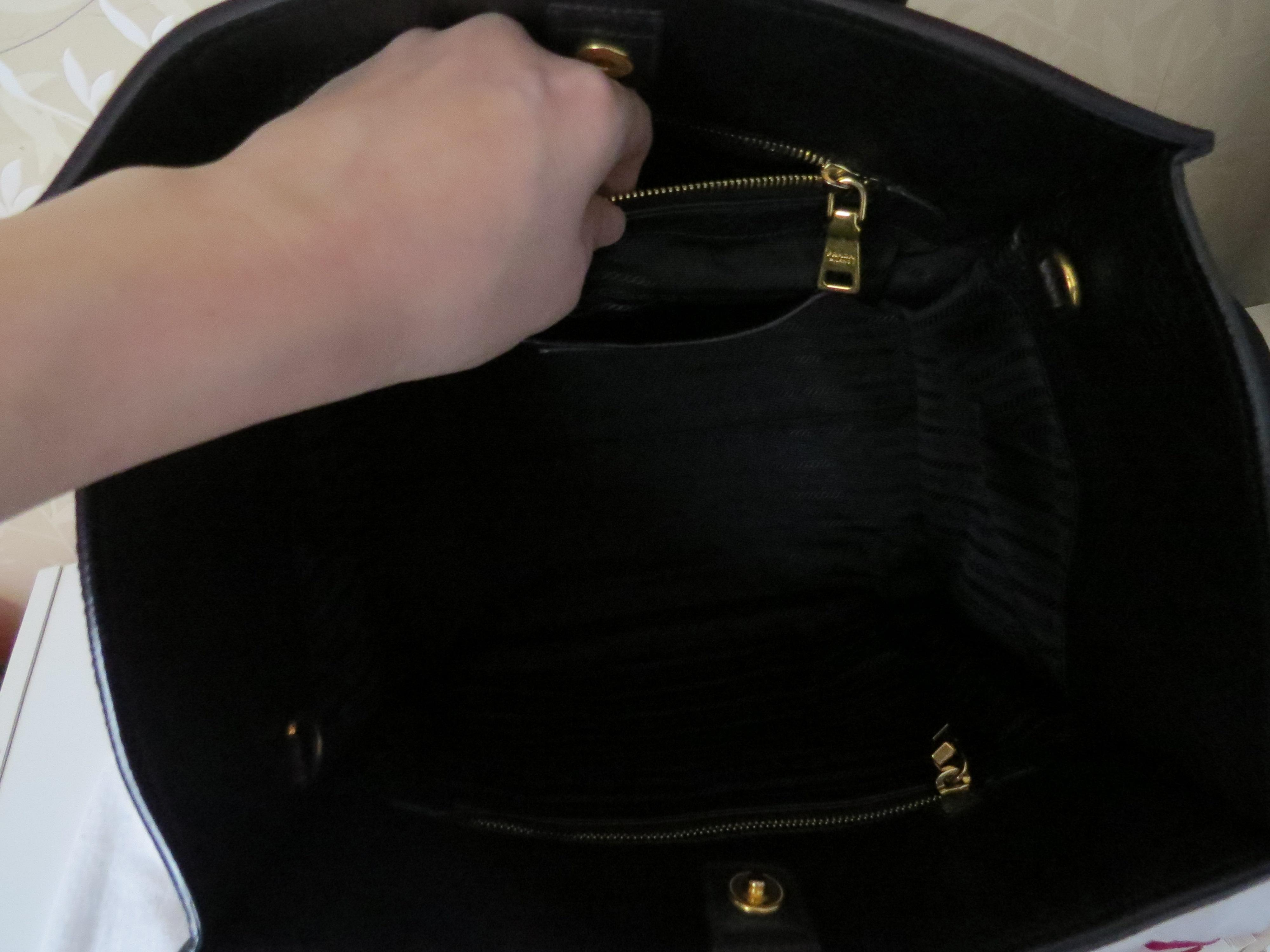 37eb833af8ae35 1234567891011 50c59 b4176; official store leather black prada vit tote  bn2626 daino pebbled 6wxwa e21cd 6c6b0