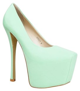 Red Kiss Green Pumps