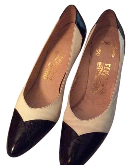 788a399ca Salvatore Salvatore Salvatore Ferragamo Black and White Pumps Size US 10  Regular (M