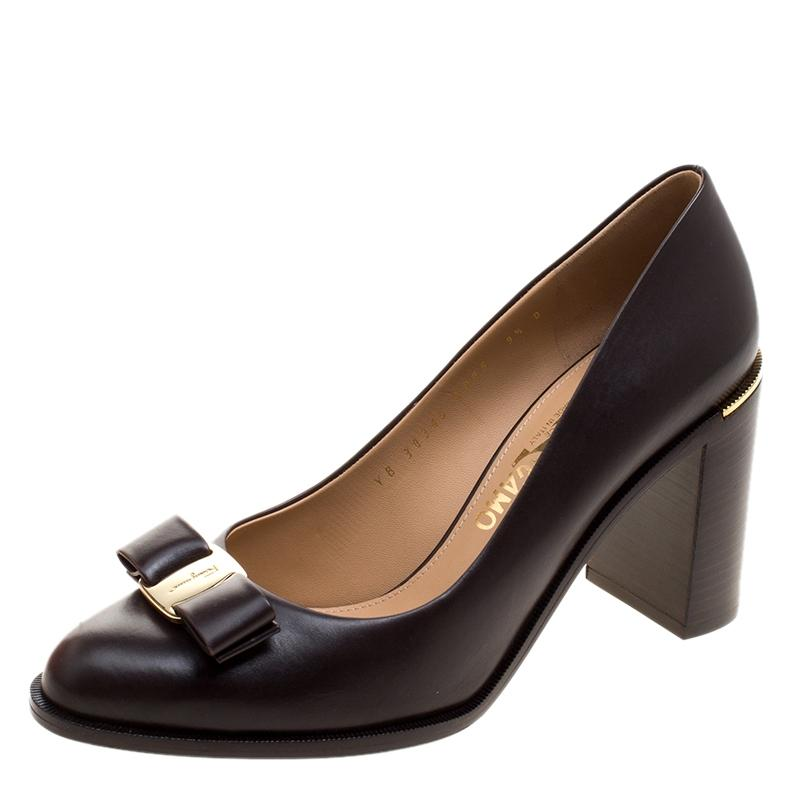a486c50799e ... Gentleman Lady   Salvatore Ferragamo Brown Leather Ninna Block Heel  Heel Heel Bow Pumps Size ...