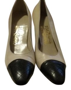 Salvatore Ferragamo Leather Lambskin Cap Leather Sole Made In Italy Beige and black Pumps