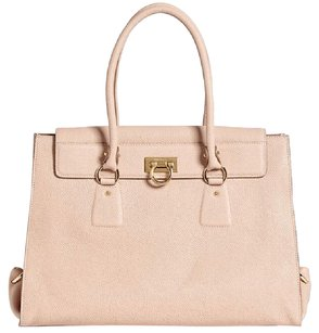 Salvatore Ferragamo Tote in Beige-Tan