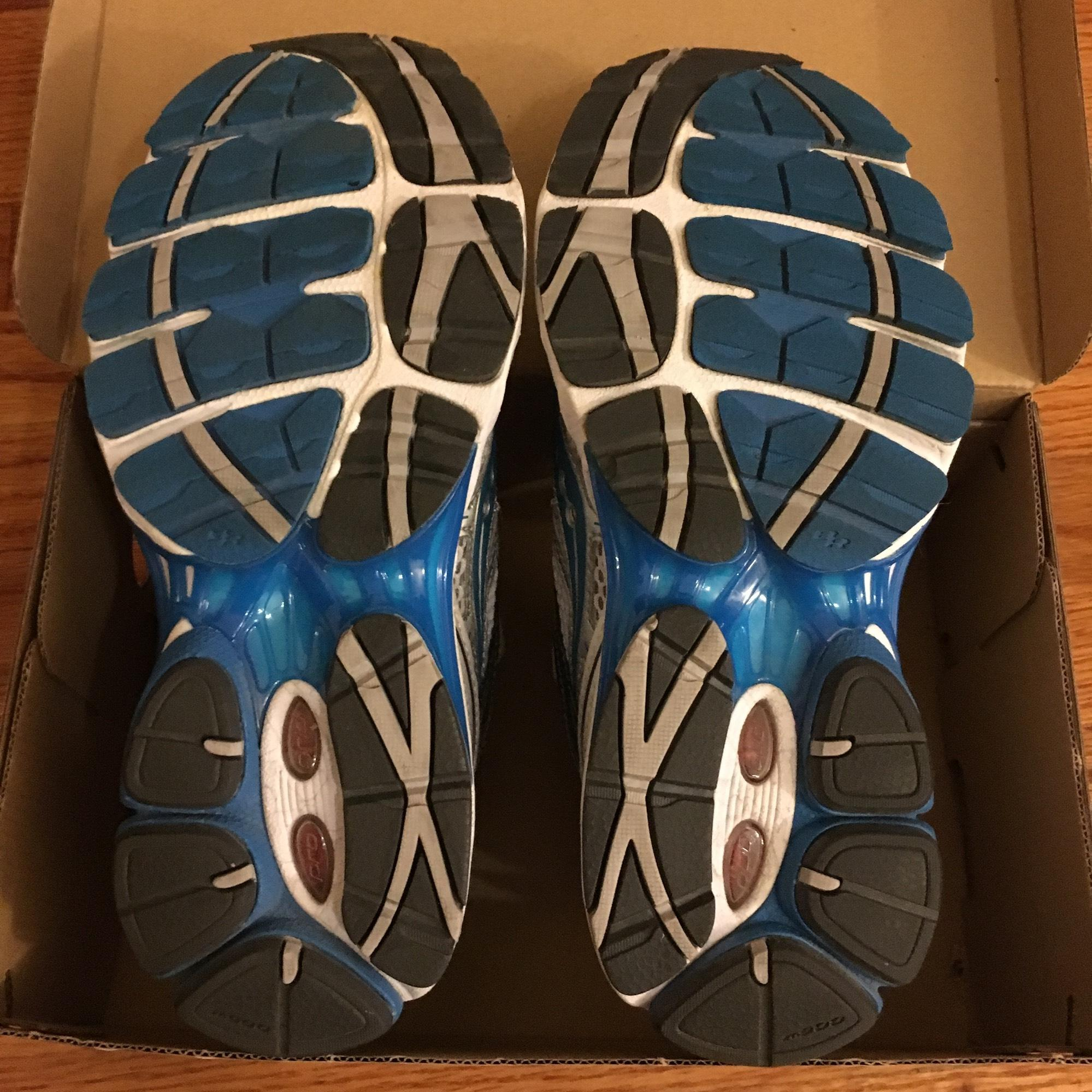 Saucony Blue and White Progrid Omni 10 Sneakers Size US 7 Regular (M, B)