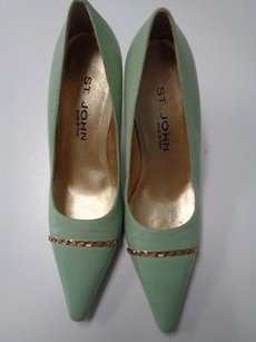 St. John John Pointed Toe High Heels W Front Accent Leather B3216 Green And Gold Pumps