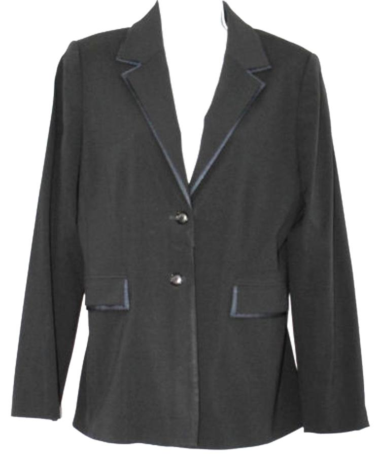 A double-breasted dress with a defined waist and sharp notch lapels. This dress has a chest pocket, welted front pockets and is fully lined. Made of responsibly-milled Good Wool by Theory. Theory.
