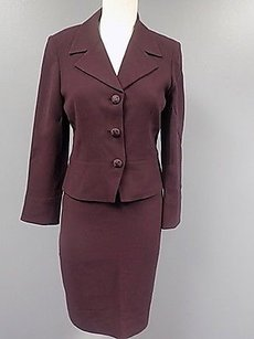 Tahari Tahari Burgundy Pencil Skirt Suit W Lining And Textured Buttons Wool 204a