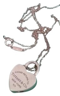 Tiffany & Co. Tiffany & Co. Return to Tiffany silver heartlock necklace/bag