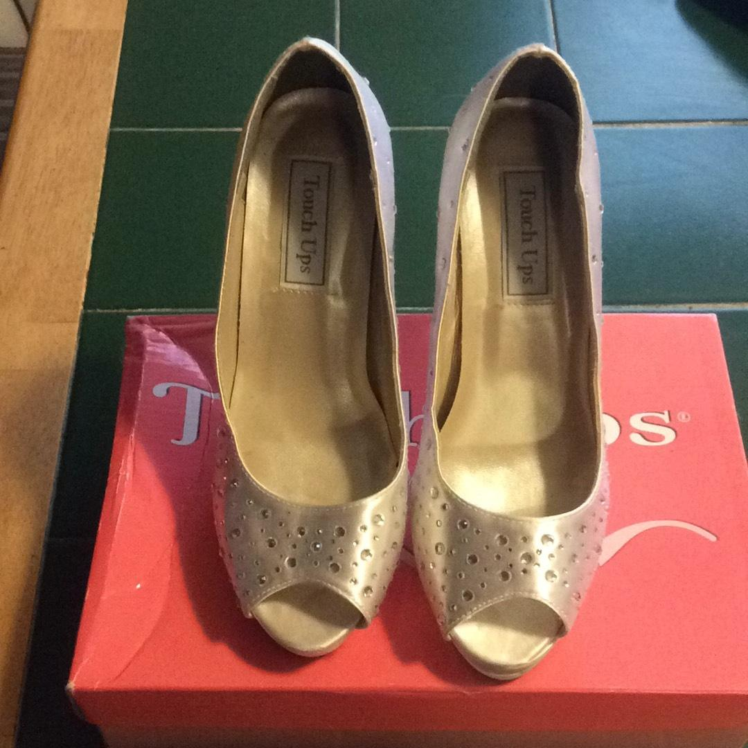 Touch Ups White Satin Witn Rhinestones Pumps Size US 8 Regular (M, B)