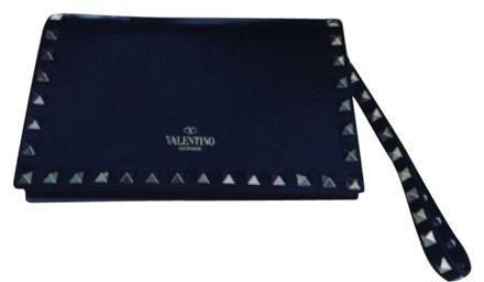 Preload https://item4.tradesy.com/images/valentino-black-leather-clutch-6076228-0-0.jpg?width=440&height=440